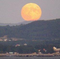 La Extraña Luz de la Luna